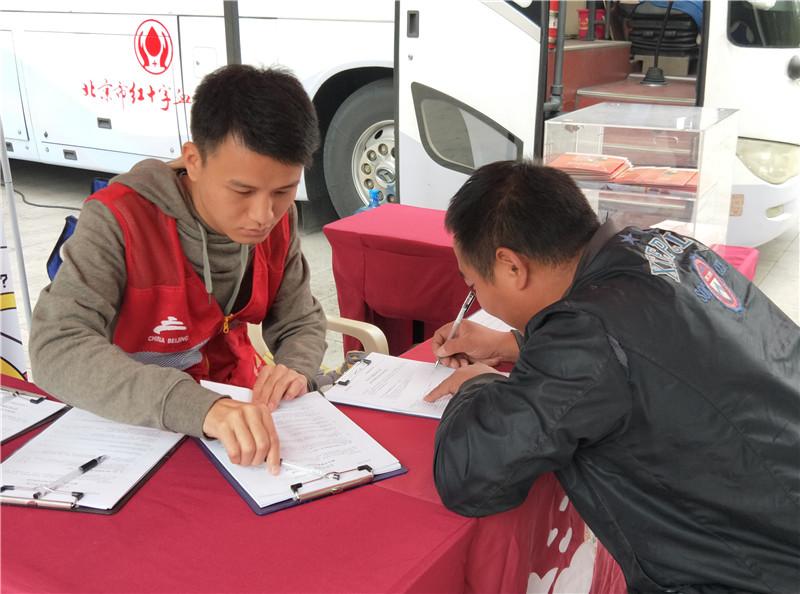"""为爱搭桥 ——中国地质大学(北京)海洋学院S17党支部 """"红色1+1""""无偿献血志愿服务"""