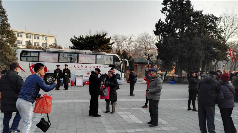 春节期间献血车进驻本市6大公园庙会