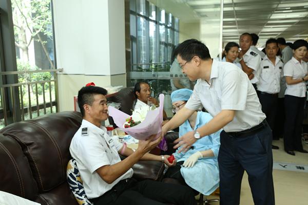 """宁波市授牌成立首个""""行业献血日"""""""