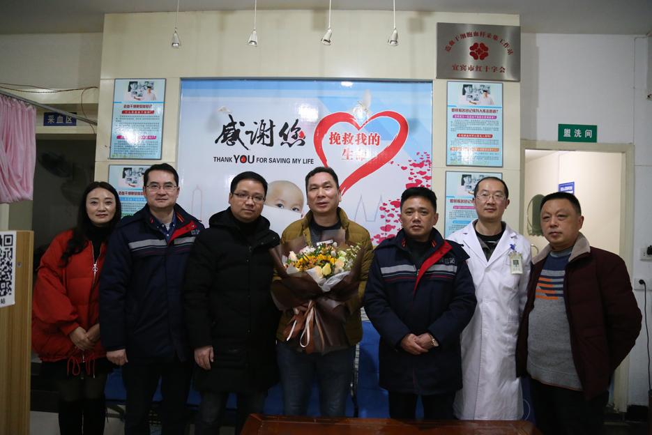 全国无偿献血奉献奖金奖获得者 叶小平个人献血突破100次大关