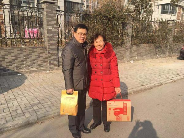 徐州血站春节送温暖 走访慰问退休职工