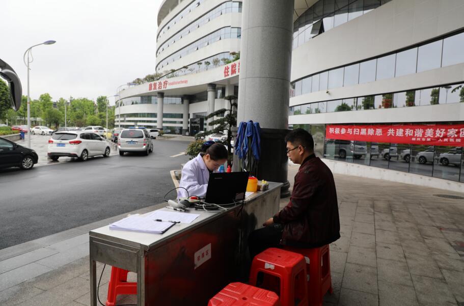 医务工作者带头献血 以行动践行救死扶伤誓言