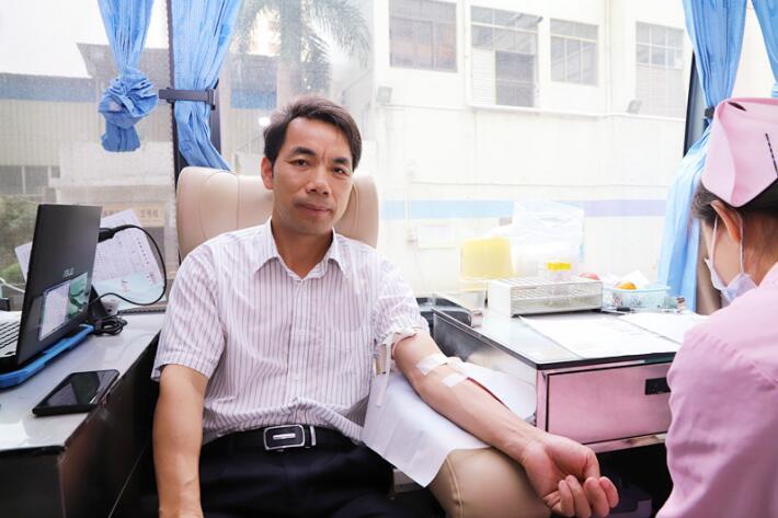 红会医院组织医务人员爱心献血