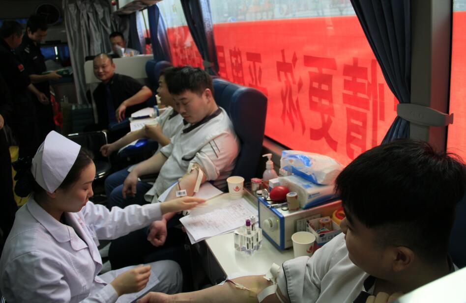 平舆县东方明珠组织职工开展无偿献血