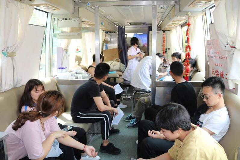 江西应用科技学院组织无偿献血活动