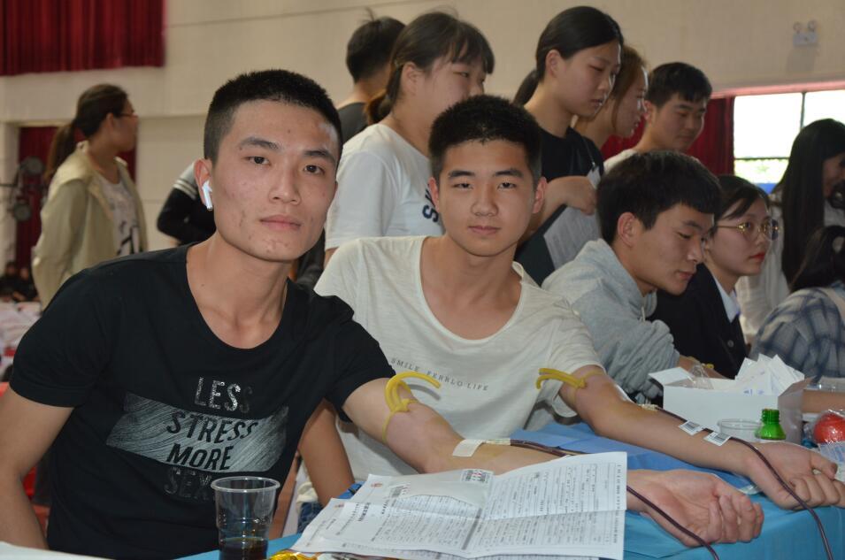 爱心献血 青春建功—湖北职业技术学院2019年首场无偿献血活动