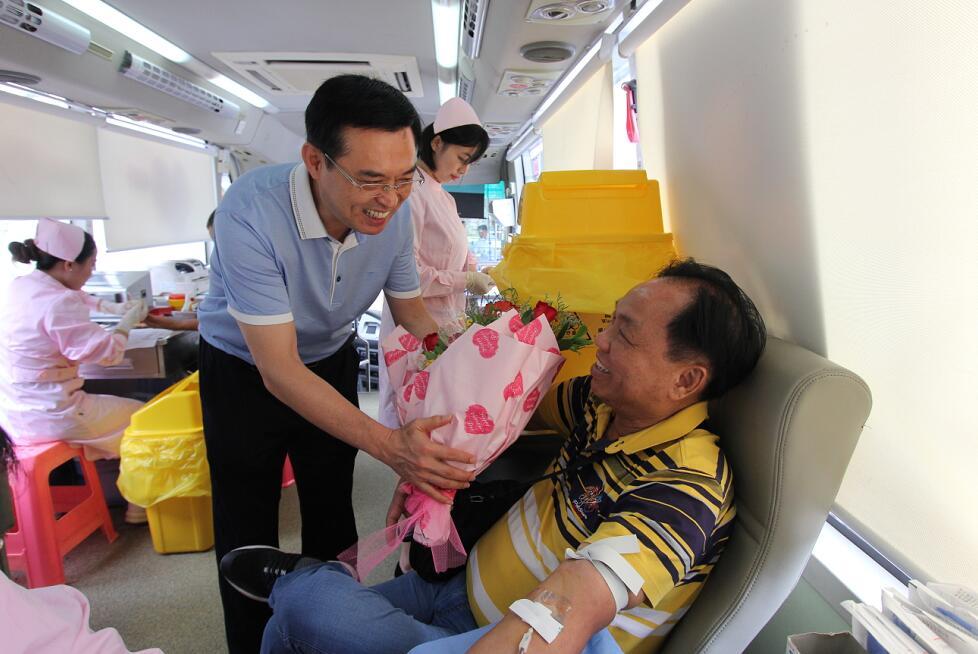 庆祝《海南经济特区无偿献血条例》实施暨60周岁以上献血者献血活动