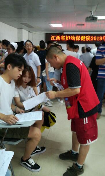 爱心超燃! 江西省妇幼保健院300余名医护人员捋袖献血
