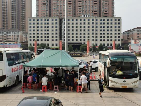 永州:冷水滩区各机关单位开展献血活动,751人参加献血缓解全市夏季血液紧缺