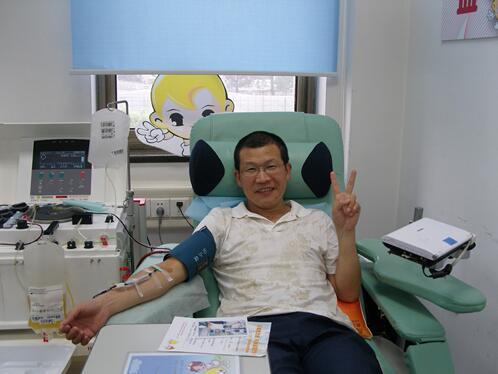 """5位""""献血达人""""献血超千次"""
