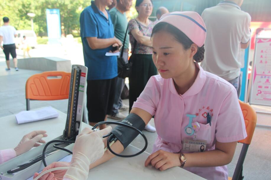 咸阳卫健系统:热血奉献喜庆第二届中国医师节