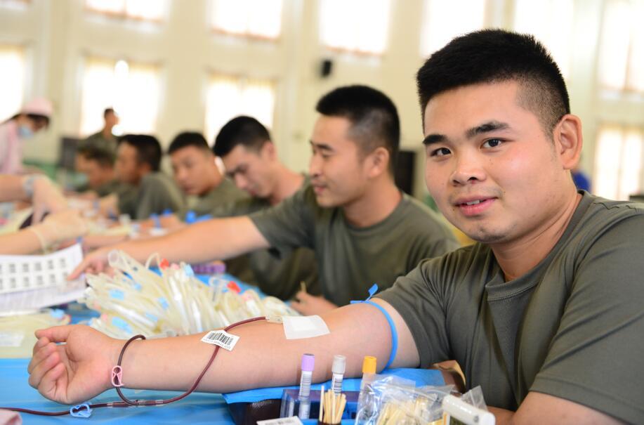 285人献血近十万毫升,为无锡兵哥哥点赞!
