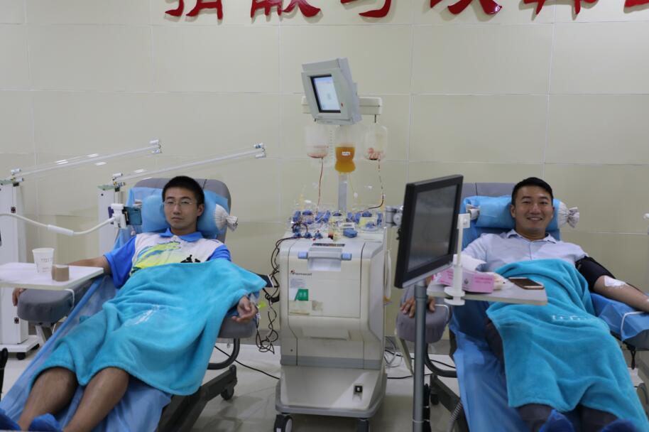 郴州90后双胞胎兄弟相约献血十年共献50次