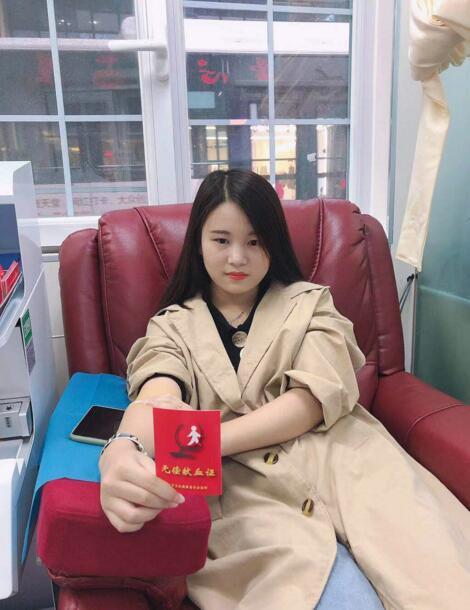 郴州18岁女孩参加无偿献血 以责任向青春献礼