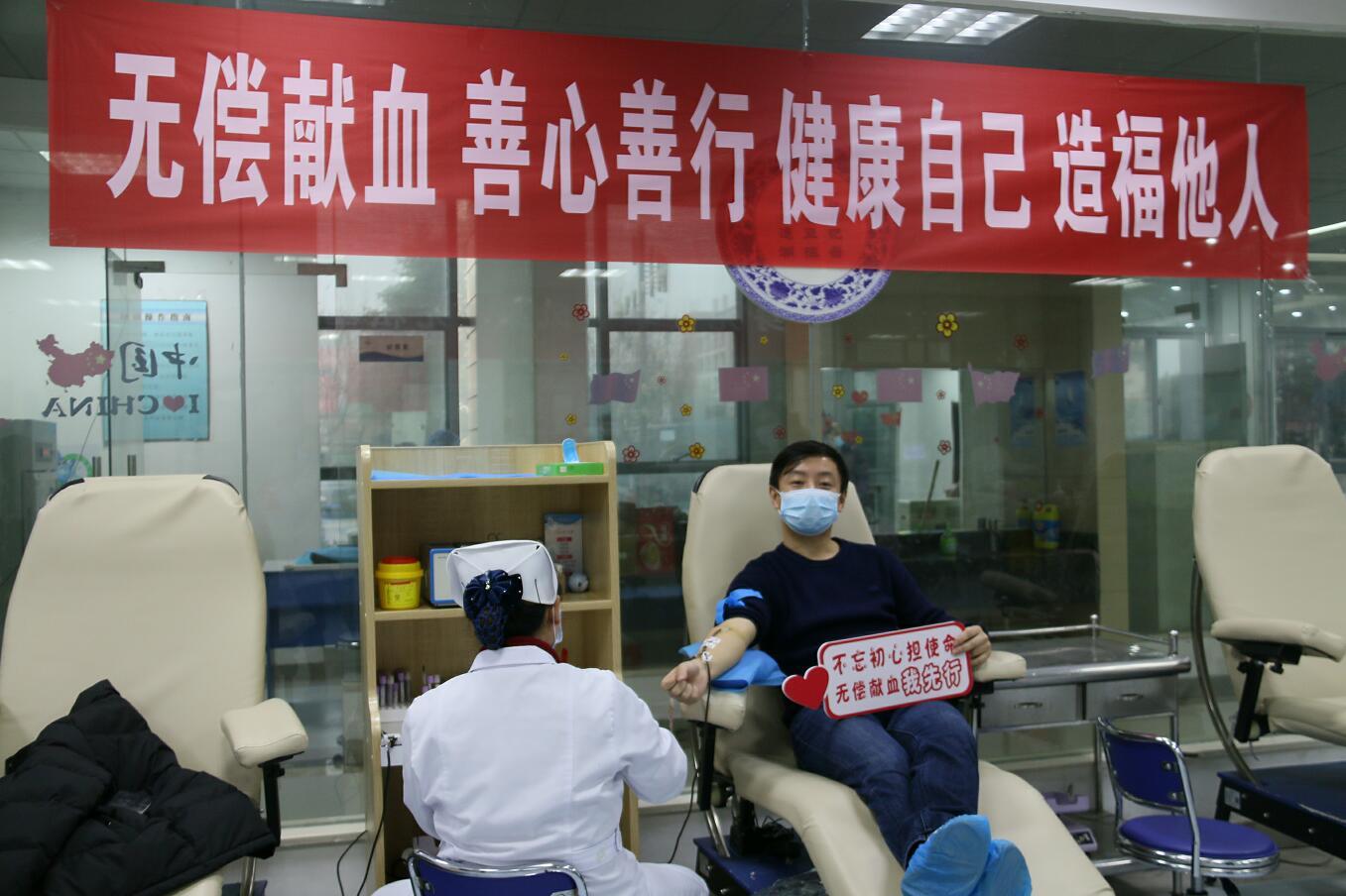 江西省血液中心职工新冠疫苗接种前带头献血