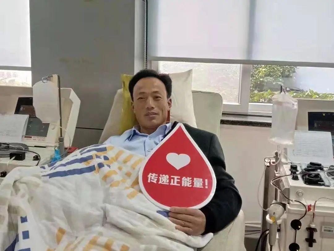 妻子输血1200ml获救,他坚持15年献血26600ml回报社会成了三献志愿者