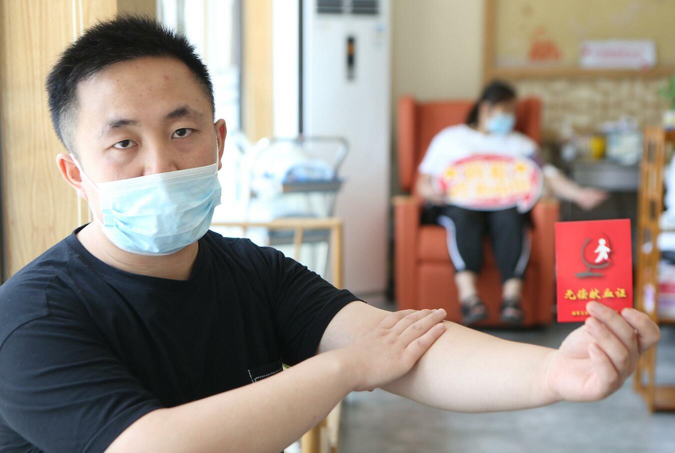 比高温更热的是热血!上海24岁在读研究生顶着烈日完成第54次献血只为感恩