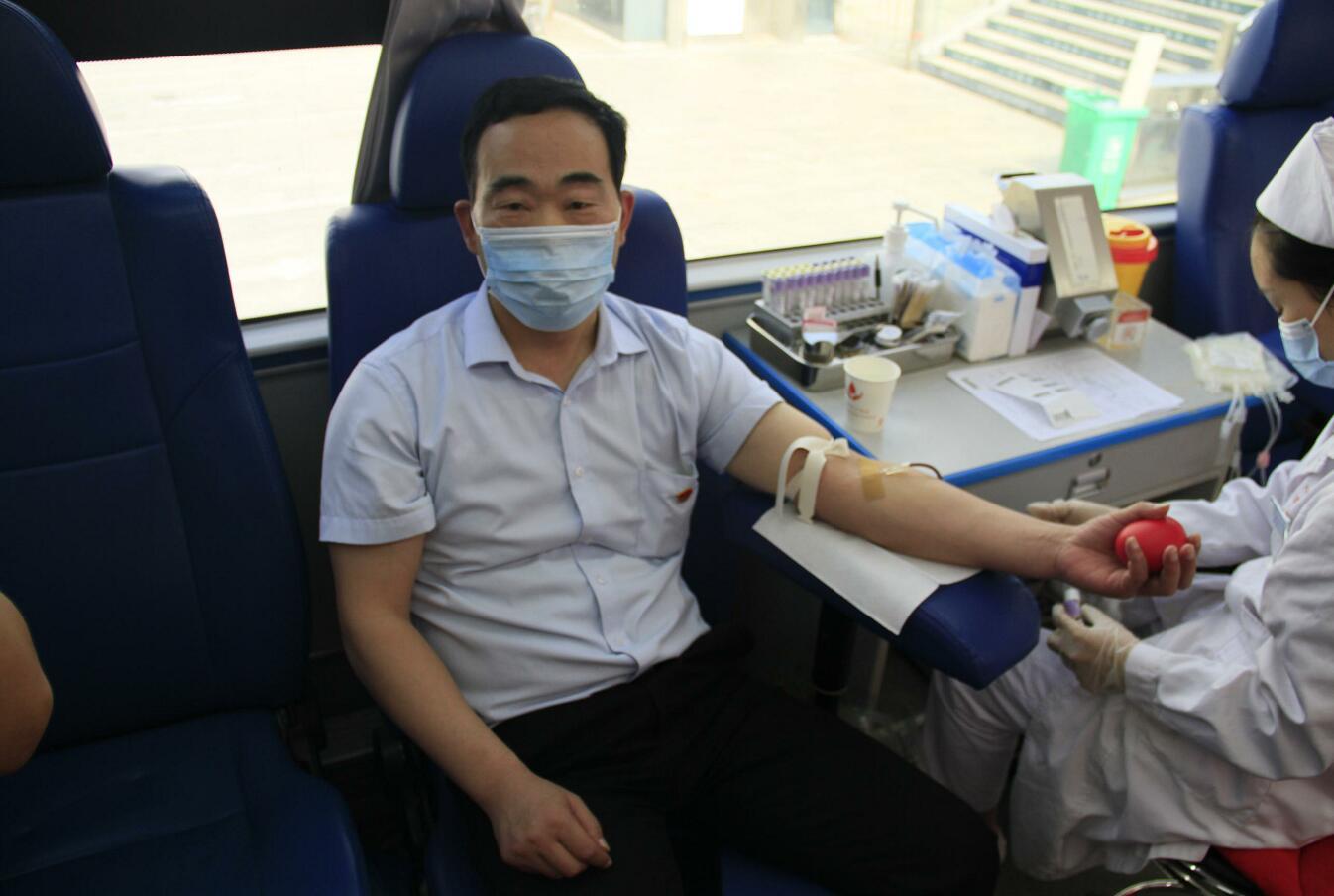 热血献礼百年建党——驻马店浙江商贸城开展无偿献血活动