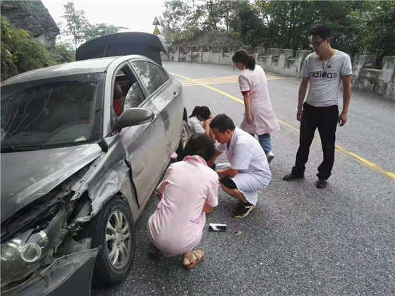 为血站人点赞!上班途中遇车祸,紧急施救显爱心