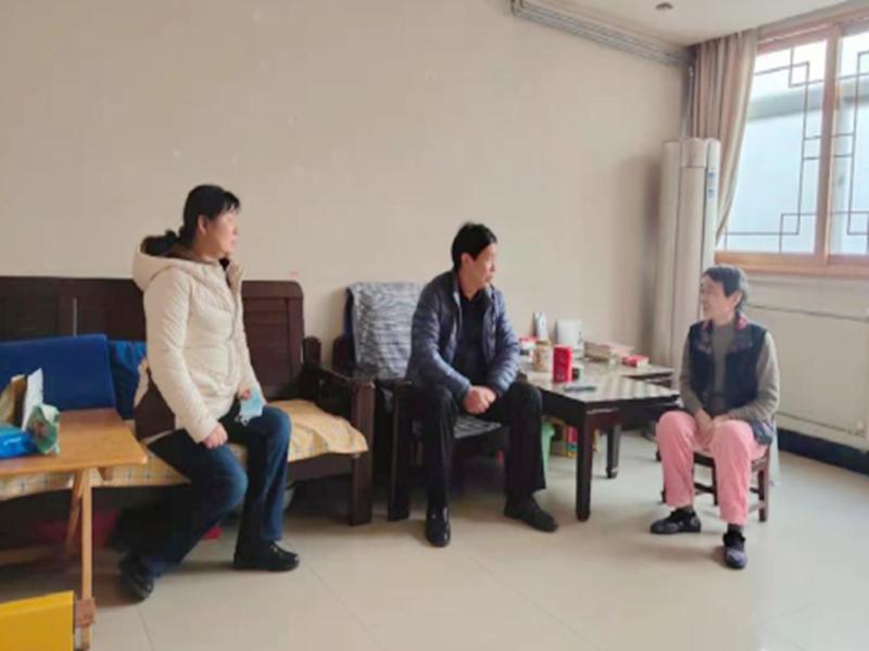 春节前看望慰问困难党员和职工