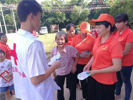 海南澄迈土尾村外嫁女集体回乡献血