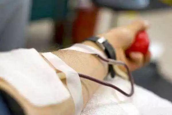 """""""没人献血,给钱不就行了?"""""""