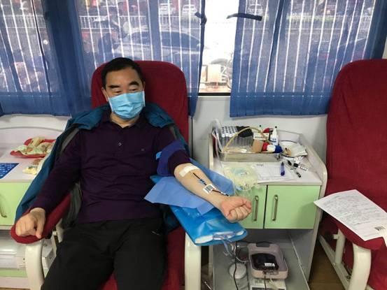 撸起袖子捐献热血   用爱心为生命加油